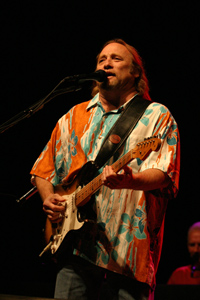 Stephen Stills uses Oticon Dual hearing aids